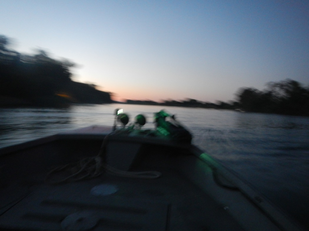 Corsa all'alba sul fiume