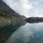 Riflessi sul lago alpino