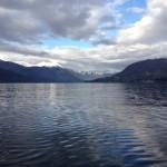 Montagne si riflettono sul lago