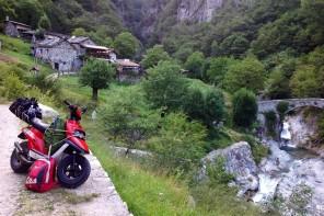 Canna, tenda e Booster: la vita libera di Federico
