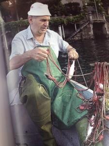 Piero Taroni in pesca al lavarello con le reti