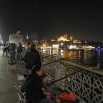 Pescatori di notte sul ponte di Galata