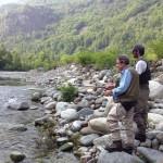 Padre e figlio sul fiume