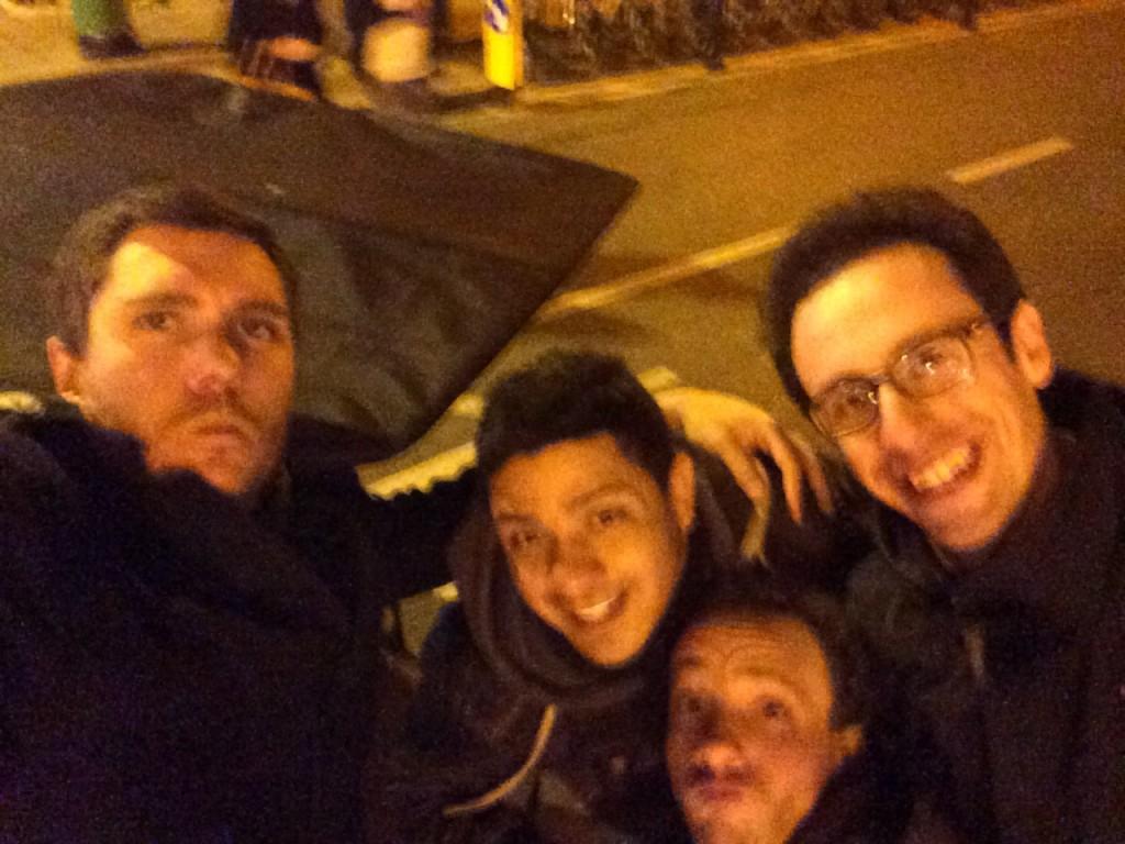 Franco, Lorenzo e Jacopo con un driver notturno di risciò