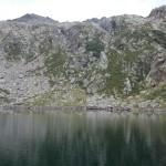 Il lago si specchia