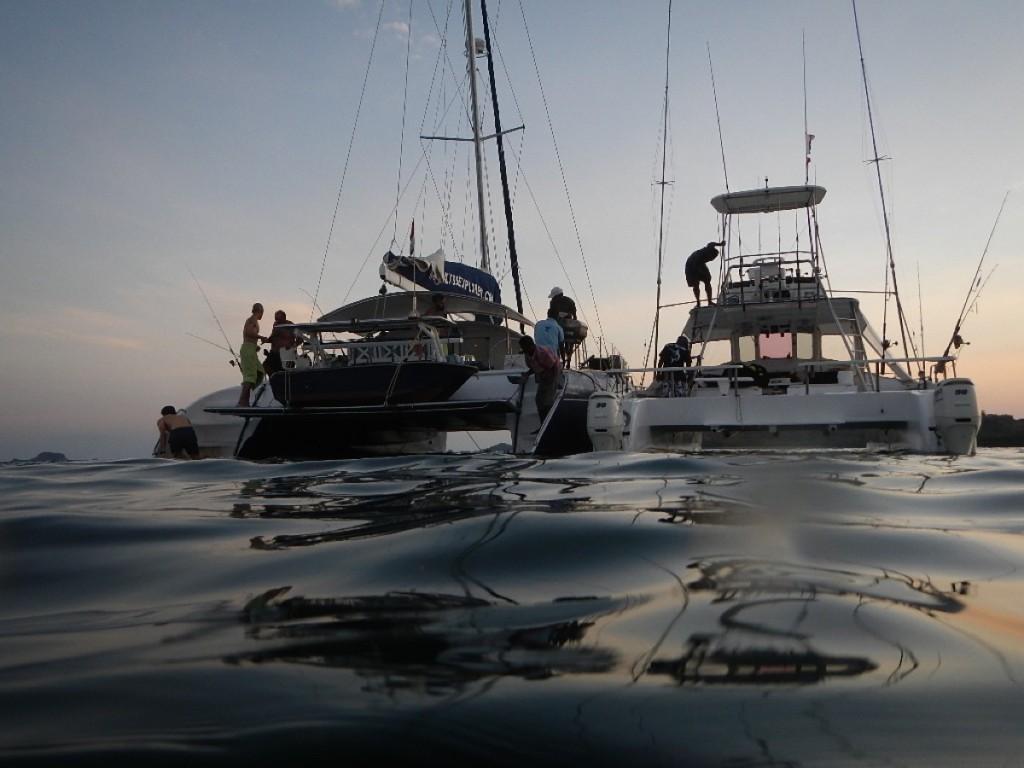 Vita in barca... bagno al tramonto.