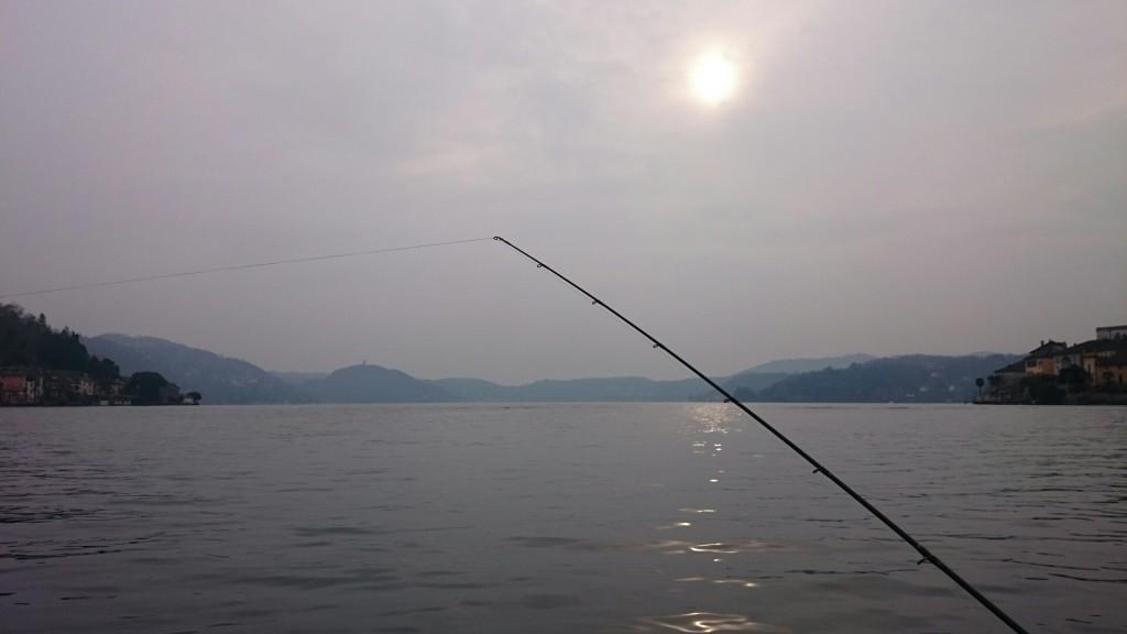Paesaggi del lago in pesca