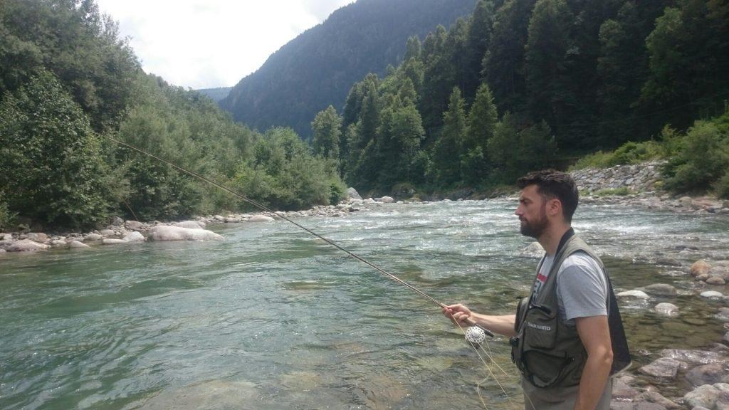 Francesco pesca a mosca secca