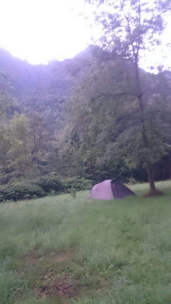 La tenda solitaria nel bosco