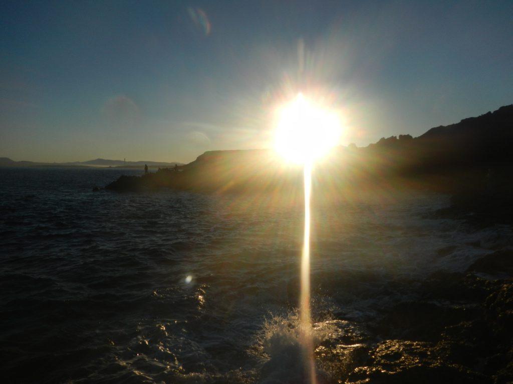 Sorge il sole sulla scogliera