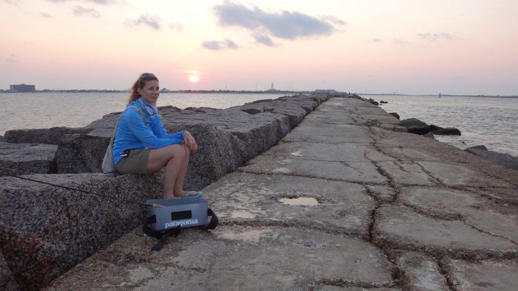 Marica sulla scogliera al tramonto