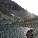 Alba sul lago alpino