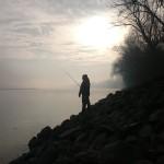Pescatore all'alba sul grande fiume!