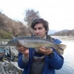 Fede e la sua prima trota su Urban Fishing Lure
